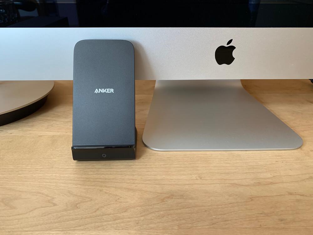 ANKER縦置き充電器をiMacと接続