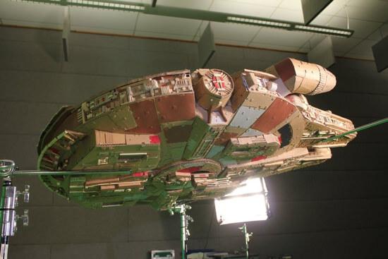 ダンボールで作ったミレニアム・ファルコンの完成度が高すぎてスゴイ