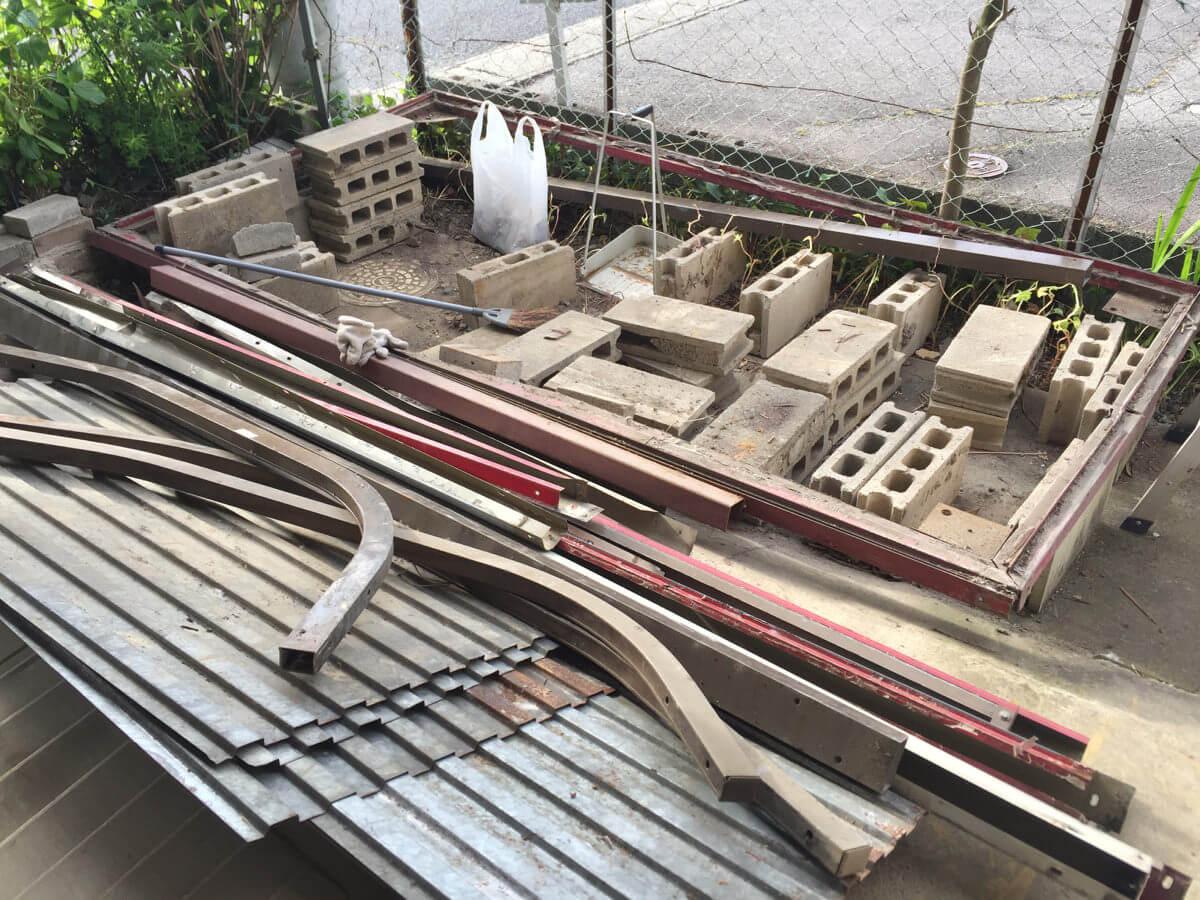 解体後の倉庫