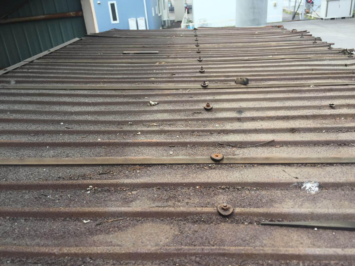 錆びついた屋根