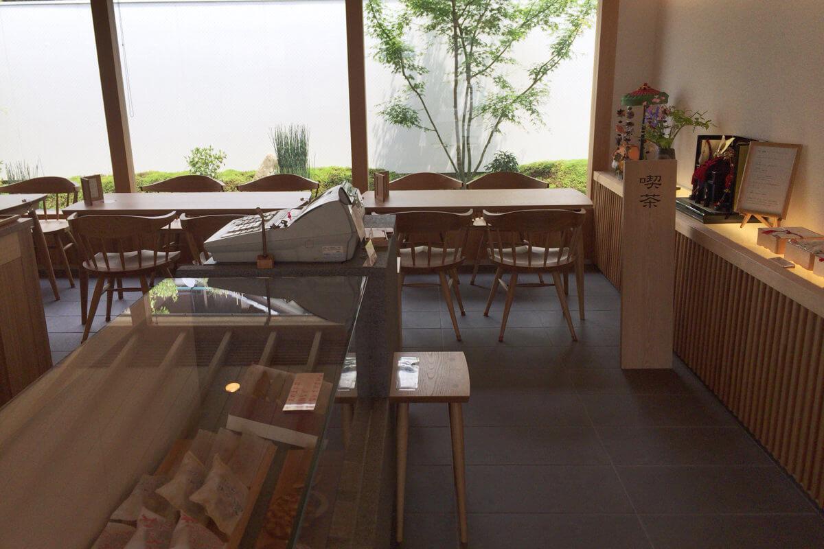 みのかも金蝶堂の喫茶スペース