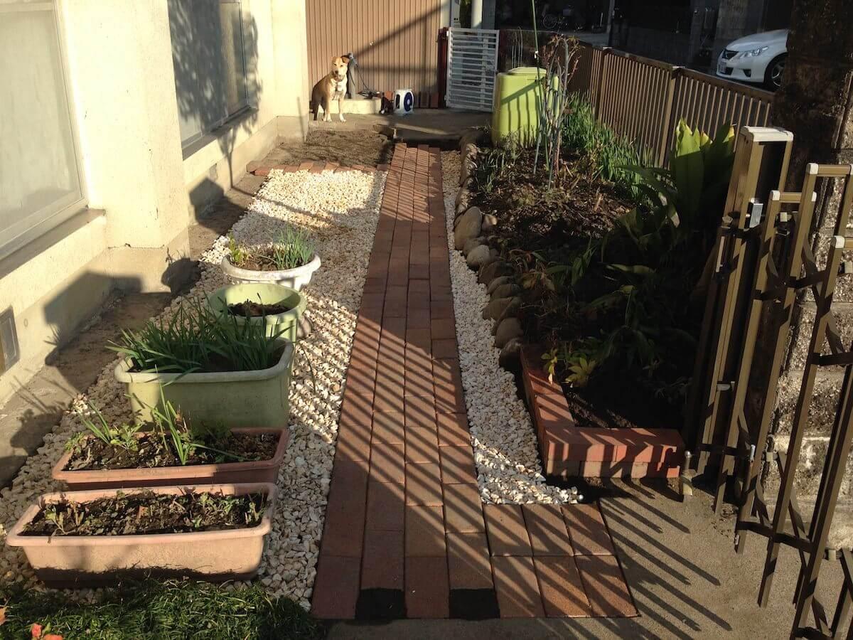 雑草処理後の庭