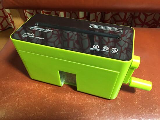 手動式の家庭用シュレッダー購入!!手間はかかるけど細かく切れて良い感じ!!