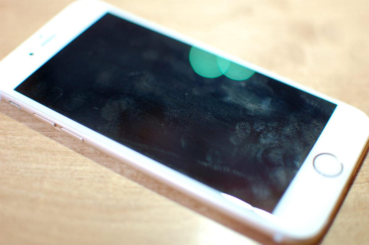 iPhone メガネ拭き前