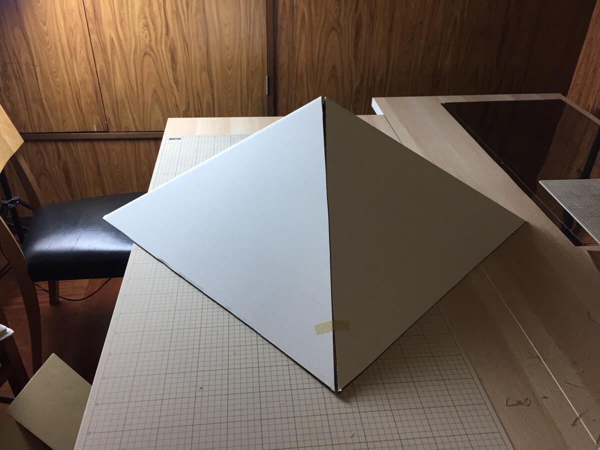 ダンボール迷路の小さな屋根