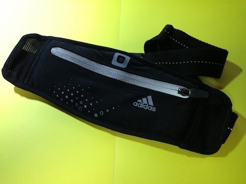 iPhone5もスッポリ収納でき夏のランニングに便利なウエストバッグ