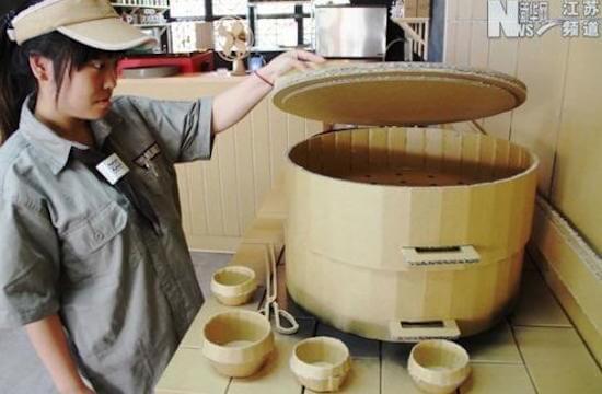 台湾に食べ物と店員以外は、ほぼダンボールのレストランがあった!