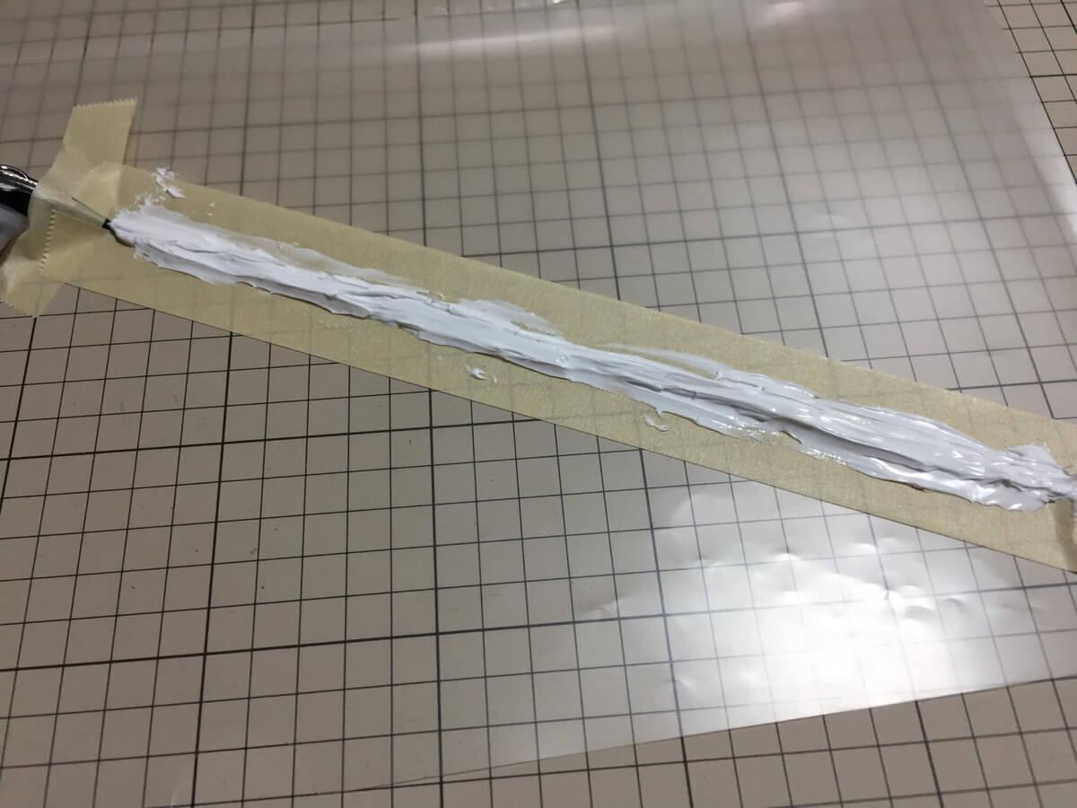 シール材を塗ったイヤホンケーブル