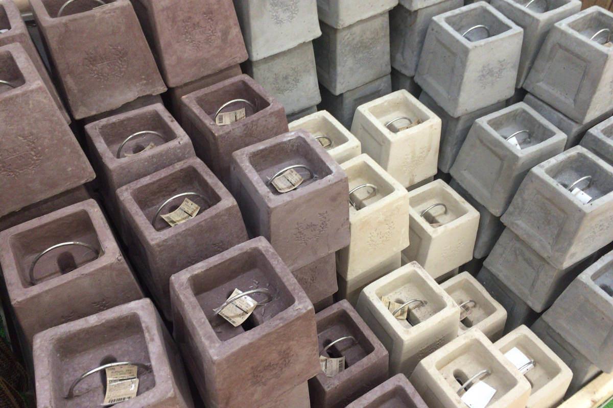 サンシェード固定用のコンクリートブロック