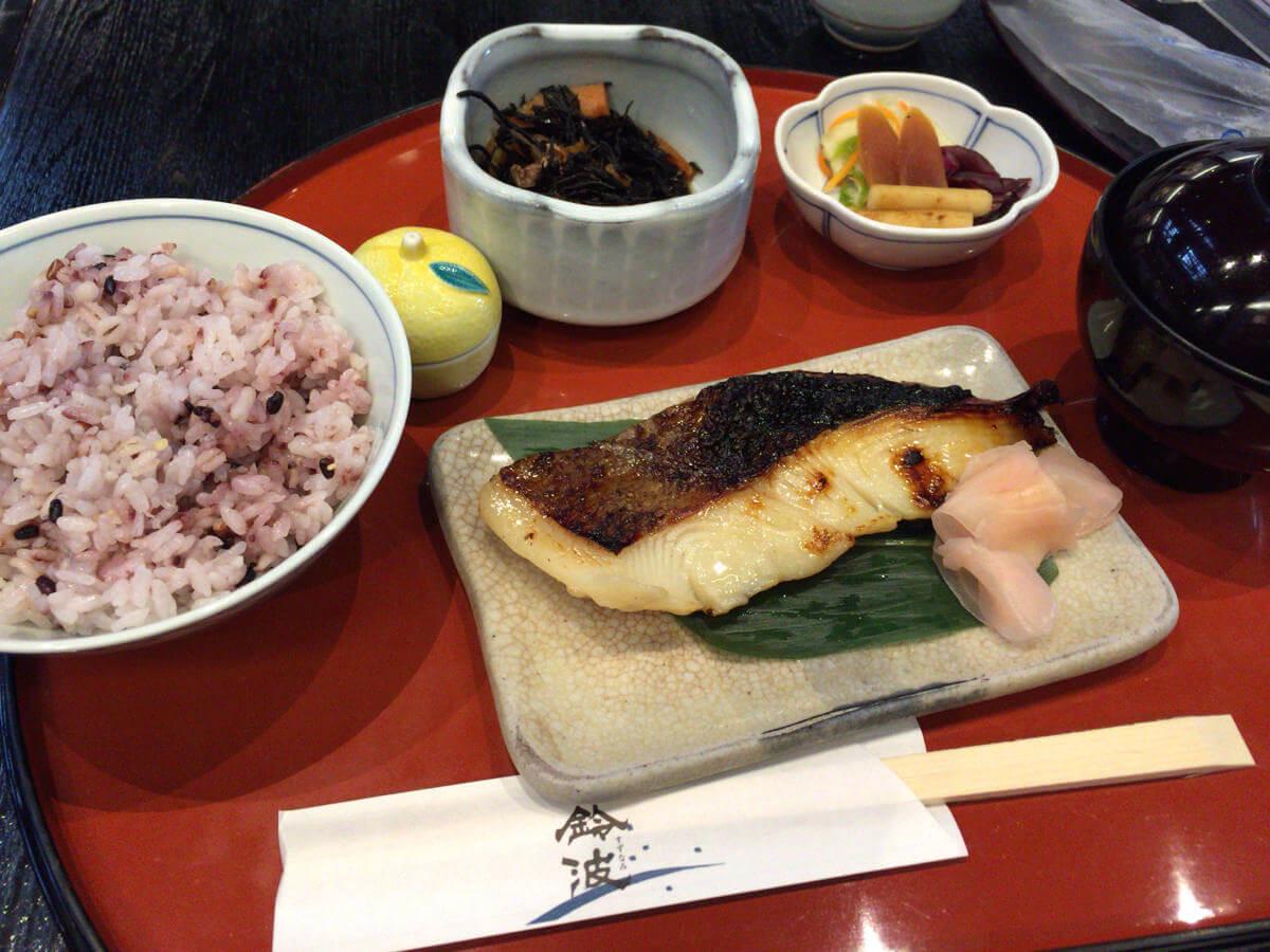 名古屋栄で気軽に美味しい和食をいただける鈴波